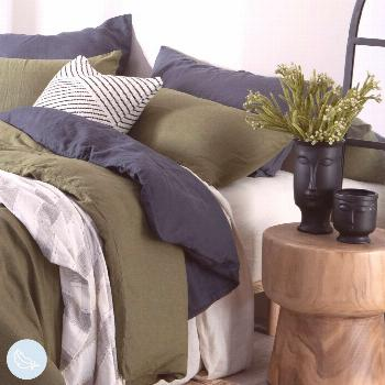 Comfortable green and navy bed Create your sanctuary in your bedroom with the comfiest Washed Linen
